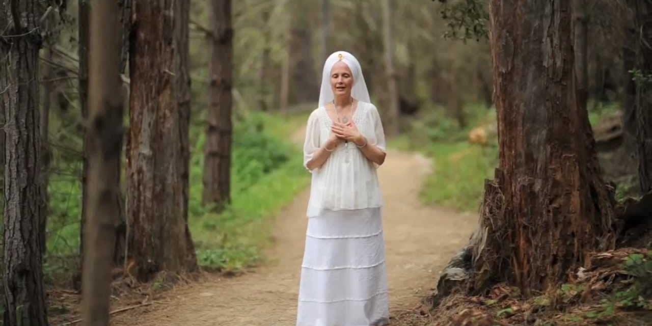 Snatam Kaur – emaks olemine kui vaimne praktika